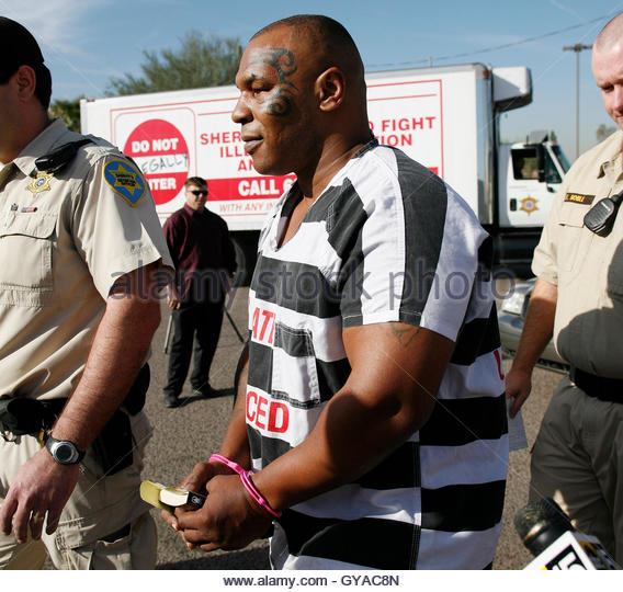 former-world-heavyweight-boxing-champion-mike-tyson-is-escorted-by-gyac8n