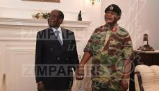 Photos Of Robert Mugabe Negotiating With Army Commander 8