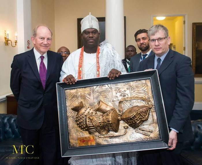 OONI PRESENTED A GIFT