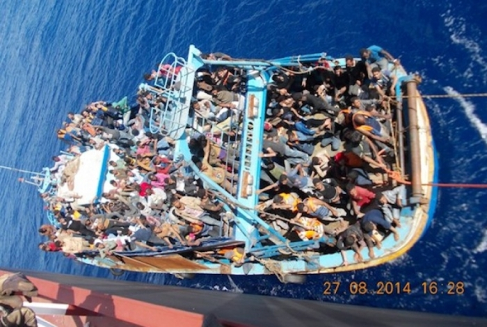 Migrants-in-a-boat